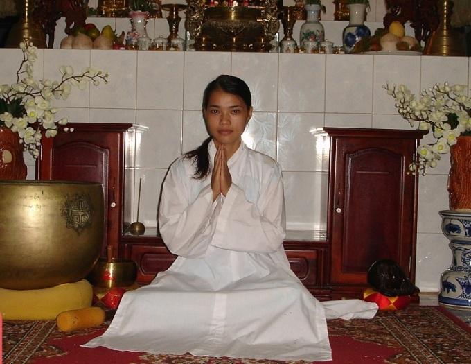 Chị Tuyết Vân năm 2008. Sau khi được anh Chi giới thiệu đến khám một bác sĩ có chuyên môn, chị xin vào chùa làm công quả, ngồi thiền, tập luyện để cai thuốc và phục hồi sức khỏe. Ảnh: Nhân vật cung cấp.