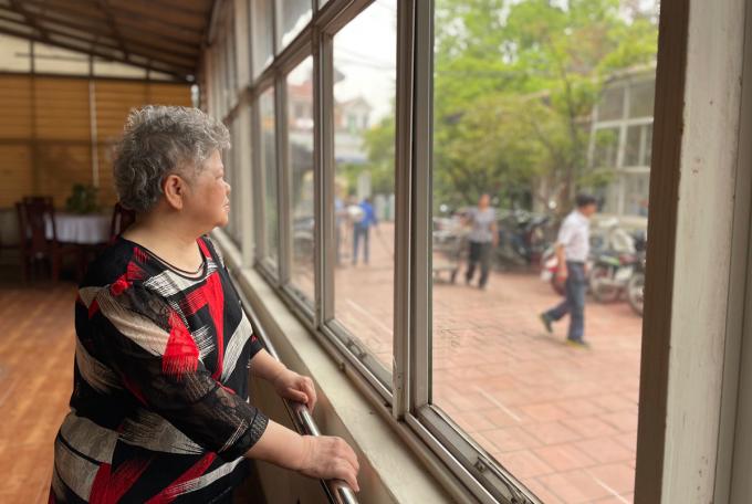 Bà đã sống trong viện dưỡng lão Thiên Đức (Đông Ngạc, Bắc Từ Liêm) 6 năm. Bà lựa chọn sống trong này chứ không định cư nước ngoài cùng người con gái duy nhất. Ảnh: Phan Dương.