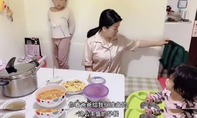 Người mẹ ở Hồ Nam hạnh phúc tỉnh giấc khi cơm canh đã được bố con chuẩn bị chu đáo trong kỳ nghỉ đông. Ảnh: zhihu.