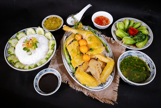 Món cơm gà Hải Nam nổi tiếng tưởng chừng sẽ rất cầu kì nhưng cách thực hiện không khó. Ảnh: Bùi Thủy