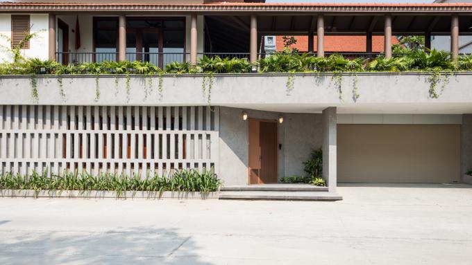 11 9498 1617076254 - Ngôi nhà có sân vườn được 'cẩu' lên tầng hai