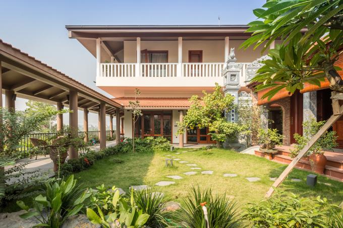 21 3220 1617076254 - Ngôi nhà có sân vườn được 'cẩu' lên tầng hai