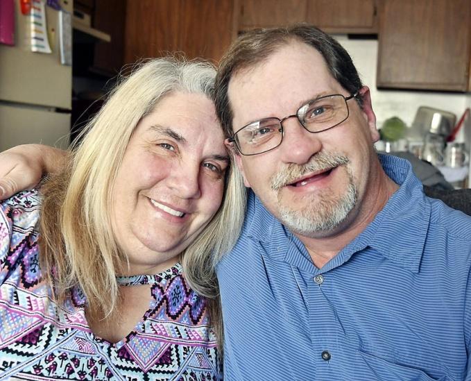 Karen khám phá ra một nửa thiếu xót của cuộc đời, sau 50 năm. Ảnh: Epochtimes.