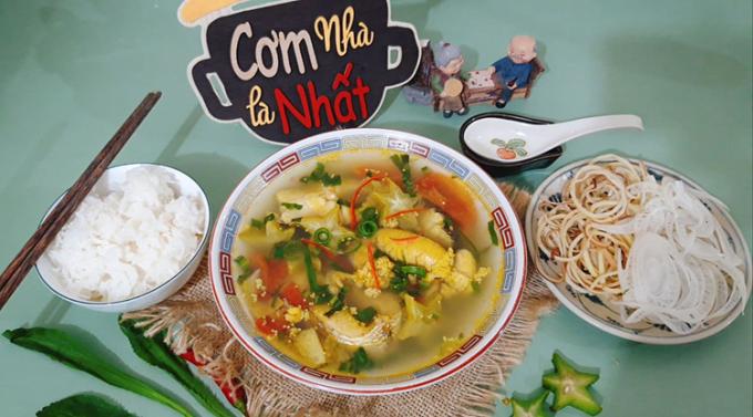 Mùa hè nóng nực, để có một bữa cơm ngon ăn không bị ngán thì món canh cá tràu nấu khế thơm mát là một lựa chọn tuyệt vời cho bữa cơm gia đình. Ảnh: Bùi Thủy.