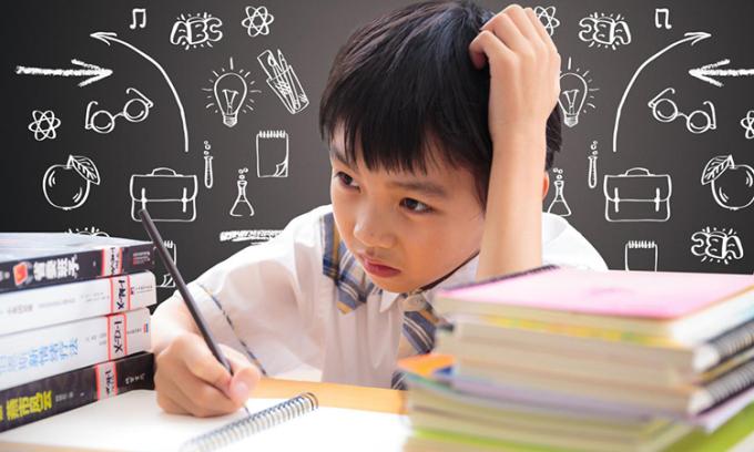 Các bậc cha mẹ thường bày tỏ sự lo lắng, sốt ruột khi con có biểu hiện trí nhớ kém, lơ là, học trước quên sau. Ảnh: kknews.