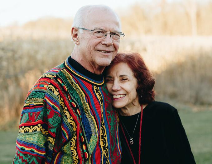 Ông Denny hiện 77 tuổi và bà Karen 75 tuổi. Ảnh: Epochtimes.