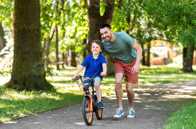 Lựa chọn đúng loại xe, kích thước xe cho trẻ là rất quan trọng. Ảnh minh họa: Shutterstock.