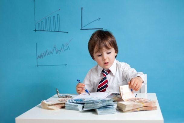 Cha mẹ của những đứa trẻ xuất sắc đã khuyến khích con mạnh mẽ 7 điều, một trong số đó là họ rất kiên nhẫn với câu hỏi của con. Ảnh: Smartparenting.