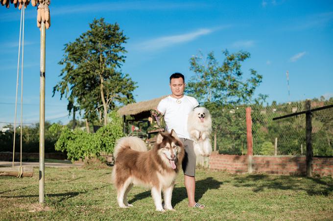 Ngoài nuôi chó kiểng, Tiến còn mở quán cà phê thú cưng tại trang trại, thu hút sự chú ý của người yêu động vật và khách du lịch đến Đắk Lắk. Ảnh: Nhân vật cung cấp