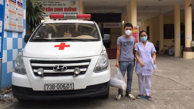 Minh Trí hiện đang nhận nhiệm vụ chở vật tư y tế từ CDC và Sở Y tế đến các khu cách ly, bệnh viện dã chiến trên địa bàn tỉnh Bắc Giang. Ảnh: Nhân vật cung cấp.
