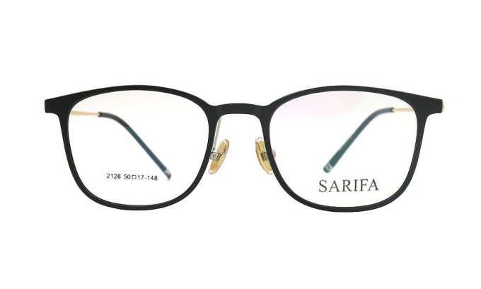 Gọng kính Sarifa 8200 4A làm từ plastic và hợp kim Titanium. Kiểu dáng phá cách với thân gọng chỉ bao quanh nửa mắt kính. Đệm mũi dạng rời. Mẫu sản phẩm có các màu đen, xanh và nhiều màu phối hợp.