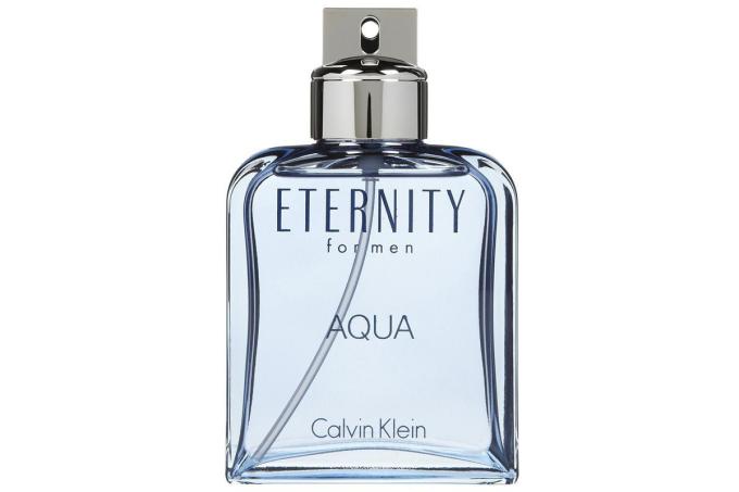 Nước hoa nam Calvin Klein Eternity Aqua EDT dạng xịt được đựng trong mẫu chai Eternity dành cho nam kinh điển, sắc xanh nhạt. Hương đầu là sự kết hợp của chi cam chanh, cây dưa chuột, hương lục, hoa sen. Hương giữa gồm hoa oải hương, gỗ tuyết tùng Virginia, quả mận, xuyên tiêu. Hương cuối gồm xạ hương, gỗ đàn hương, cây hoắc hương, gỗ guaiac. Lọ 100 ml đang được ưu đãi 37% còn 1.377.500 đồng.