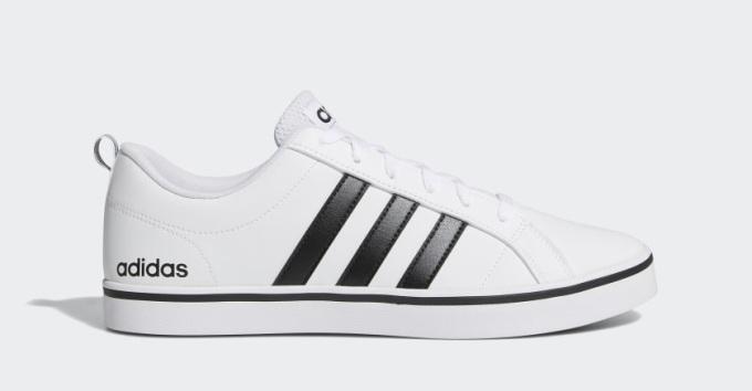 Cùng mức giá 1,19 triệu đồng là mẫu giày thể thao nam Adidas VS Pace AW4594, làm từ lớp da trắng PU Faux. Phần midsole đế giày sử dụng đệm eva, kết hợp cùng lớp cao su bên ngoài thêm phần thẩm mỹ mà vẫn mang lại cảm giác êm ái khi bước đi hoặc chạy cho người mang. Tông trắng trang nhã kết hợp cùng chi tiết ba sọc màu đen đặc trưng thương hiệu.