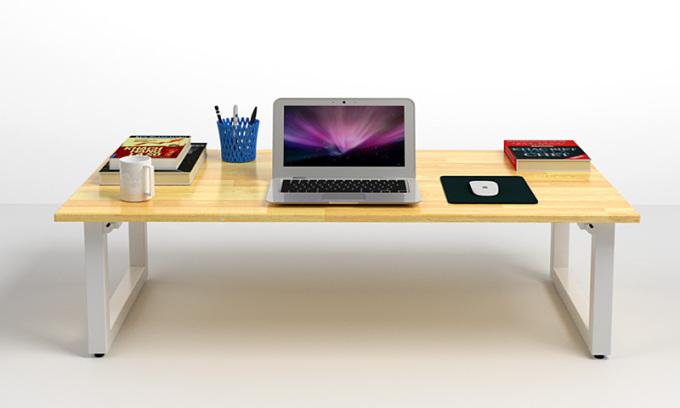 Bàn bệt Rec-B của nội thất IBIE với thiết kế chân gập thông minh, có thể xếp gọn tiết kiệm không gian. Mặt bàn làm từ gỗ cao su xuất khẩu, dày 18mm, tẩm sấy và sơn PU 2 mặt, phủ 2K, chống cong vênh mối mọt, kích thước thước 120 x 60 cm rộng rãi để được nhiều đồ dùng học tập hay làm việc. Chân bàn làm từ sắt hộp 4 x 4 cm, dầy 1,4 ly và sơn tĩnh điện giúp sản phẩm không sợ bong tróc. Bốn nút tăng đơ dưới chân có tác dụng giúp bàn cân bằng, không bị xê dịch khi sử dụng và làm trầy xước sàn nhà. Bàn cũng có thể dùng làm bàn cà phê, bàn ăn. Sản phẩm bán kèm ghế Pisu – loại ghế bệt có lưng tựa đang được giảm giá 37% còn 1.279.430 đồng.