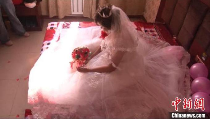 Ảnh của NaNa trong đám cưới với người đàn ông họ Doãn hai tháng trước. Ảnh: chinanews.