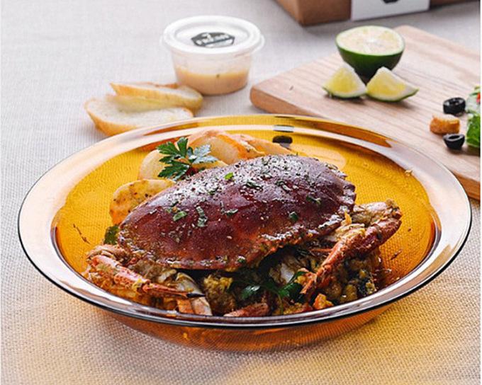 Bộ 2 dĩa sâu Lys vàng Amber đường kính 28 cm, chiều cao thành 5,4 cm, phù hợp đựng các món xào, súp đang được giảm giá 12% còn  358.200 đồng.