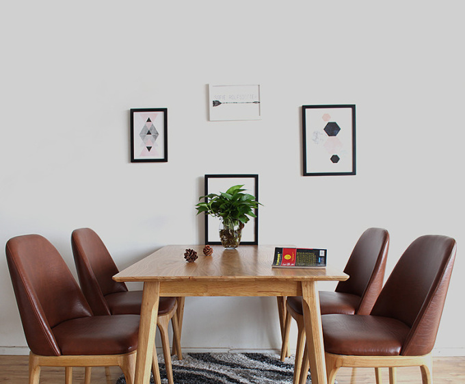 Bộ bàn ăn 4 ghế Grace - IBIE - Nâu 5.550.000đ (- 40 %)Kích thước :     140x80 x74 cmChất lượng xuất khẩu Hàn quốc.- Chất liệu chính làm từ gỗ cao su- Mặt bàn gỗ MDF phủ veneer sồi sang trọng- Kết cấu chắc chắn, gia công tỉ mỉ.- Thiết kế gồm 2 màu tự nhiên và walnut.- Bộ gồm các loại 4, 6, 8 ghế với nhiều kích thước bàn. Giới thiệu bộ bàn ăn 4 ghế Grace màu tự nhiên Ngày nay, dưới áp lực cuốc sống, ai cũng muốn gia đình mình có một không gian thật tiện nghi, hiện đại và sang trọng. Bộ bàn ăn cao cấp Grace được nghiên cứu và sinh ra để đáp ứng đầy đủ những nhu cầu đó. Set 4 ghế với kích thước vừa đủ để không chiếm quá nhiều diện tích của phòng ăn, sẽ giúp bạn có một bữa cơm gia đình đầm ấm. Thiết kế mang phong cách Hàn quốc rất phù hợp với căn hộ chung cư, đặc biệt là các gia đình trẻ.Bộ bàn ăn Grace được thiết kế tinh tế với tone màu tự nhiên, gần gũi với thiên nhiên tạo cảm giác yên bình cho không gian ngôi nhà bạn. Màu tự nhiên không quá sáng cũng không quá tối, dễ dàng phối màu với các đồ nội thất khác.Bộ bàn ăn Grace được sản xuất trên dây chuyền hiện đại, nhằm đáp ứng các tiêu chuẩn khắt khe của những thị trường xuất khẩu khó tính như Mỹ, Nhật, Châu Âu... Nguyên liệu chính là gỗ cao su đã qua chế biến chống cong vênh mối mọt, đạt trình độ thẩm mỹ và có độ bền rất cao. Mặt bàn được làm từ gỗ cao su tự nhiên hoặc MDF cao cấp phủ veneer gỗ sồi, với các cạnh được bo tròn, mang lại sự an toàn nhưng vẫn giữ nét hiện đại cho sản phẩm. Kích thước bàn ăn Grace được thiết kế to hơn (140x80 cm), giúp bạn thoải mải bày biện đồ ăn hoặc có thể đặt thêm 2 ghế 2 đầu bàn khi cần thiết. Ghế cũng được thiết kế lớn hơn với lưng nệm phía sau mang lại cảm giác dễ chịu, êm ái cho người ngồi.Bộ bàn ăn Grace có 2 màu là màu tự nhiên và màu walnut, giúp bạn dễ dàng chọn được màu sắc ưng ý và phù hợp với thiết kế nội thất trong nhà. Ngoài ra, mẫu bàn này có nhiều kích thước từ 1m2 đến 1m8, tạo thành bộ bàn ăn 4 ghế, 6 ghế hoặc 8 ghế, giúp bạn chọn được bộ phù hợp với diện tích và nhu cầu 