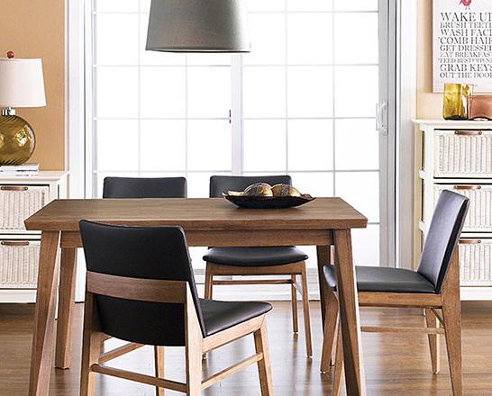 Bộ bàn ăn 4 ghế IBIE Zodax màu walnut - Nâu 4.064.300đ (- 37 %)Chất lượng xuất khẩu Hàn quốc.- Chất liệu chính làm từ gỗ cao su- Mặt bàn gỗ MDF phủ veneer sồi sang trọng- Kết cấu chắc chắn, gia công tỉ mỉ.- Thiết kế gồm 2 màu tự nhiên và walnut.- Bộ gồm các loại 4, 6, 8 ghế với nhiều kích thước bàn. Giới thiệu bộ bàn ăn 4 ghế Zodax màu walnut Bộ bàn ăn Zodax gồm 1 bàn và 4 ghế, kích thước vừa đủ để không chiếm quá nhiều diện tích của phòng ăn. Chỉ cần một góc nhỏ với bộ bàn ăn, bạn đã có một bữa cơm gia đình đầm ấm. Thiết kế mang phong cách Hàn quốc rất phù hợp với căn hộ chung cư, đặc biệt là các gia đình trẻ. Tuy đơn giản nhưng bộ bàn ăn này vẫn  mang đến vẻ đẹp sang trọng, hiện đại cho không gian nhà bạn.Bộ bàn ăn Zodax được thiết kế tinh tế với tone màu walnut sang trọng, tạo cảm giác yên bình cho không gian ngôi nhà bạn. Nệm ghế tối màu cùng tone sẽ là lựa chọn tuyệt vời cho gia đình có trẻ em.Bộ bàn ăn Zodax được sản xuất trên dây chuyền hiện đại, nhằm đáp ứng các tiêu chuẩn khắt khe của những thị trường xuất khẩu khó tính như Mỹ, Nhật, Châu Âu... Nguyên liệu chính là gỗ cao su đã qua chế biến chống cong vênh mối mọt, đạt trình độ thẩm mỹ và có độ bền rất cao. Lưng và mặt  ghế có nệm dày, vỏ bọc simily cao cấp tạo cảm giác êm ái, thoáng mát cho người ngồi.Bộ bàn ăn Zodax có 2 màu là màu tự nhiên và màu walnut, giúp bạn dễ dàng chọn được màu sắc ưng ý và phù hợp với thiết kế nội thất trong nhà. Ngoài ra, mẫu bàn này có nhiều kích thước từ 1m2 đến 1m8, tạo thành bộ bàn ăn 4 ghế, 6 ghế hoặc 8 ghế, giúp bạn chọn được bộ phù hợp với diện tích và nhu cầu của gia đình mình.CHẾ ĐỘ BẢO HÀNH: 12 tháng. THỜI GIAN GIAO HÀNG: Từ 1-3 ngày