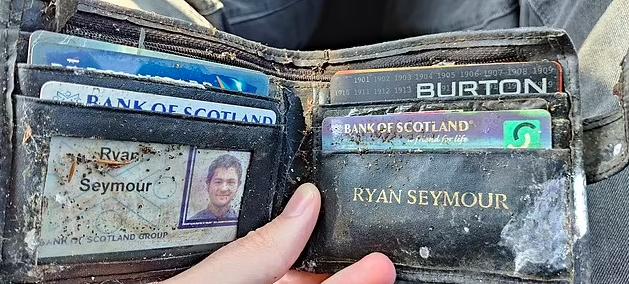Chiếc ví của Ryan được người lạ nhặt được và gửi trả sau 20 năm mất tích. Ảnh: NVCC.