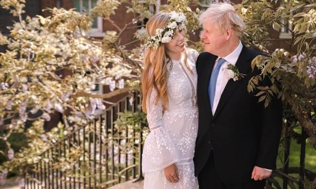 Chiếc váy Carrie Symonds mặc trong đám cưới với thủ tướng Anh là đồ đi thuê. Ảnh: Downing Street.