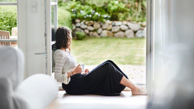 Thời gian ở một mình, tạm tránh gia đình giúp bạn lấy lại năng lượng và phục hồi. Ảnh: Real Simple.