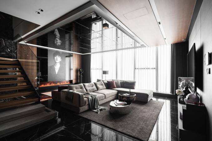Trần gương phù hợp với phong cách nội thất hiện đại và gia chủ trẻ tuổi. Ảnh: Luu Quang Minh Photography/Indust Design.