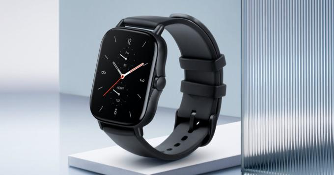 Mẫu đồng hồ thông minh Amazfit GTS 2 Mini là lựa chọn lý tưởng cho người đam mê smart watch với mức giá vừa phải, chỉ khoảng 2,09 triệu đồng. Không chỉ có thiết kế sành điệu, sản phẩm còn tích hợp các chức năng theo dõi nhịp tim, giấc ngủ, độ bão hòa oxy trong máu. Sản phẩm hiện có bán trên gian hàng chính hãng Amazfit Official Store của Tiki với giá ưu đãi duy nhất hôm nay, kết hợp miễn phí giao hàng và cơ hội trúng ngay 15 chỉ vàng.