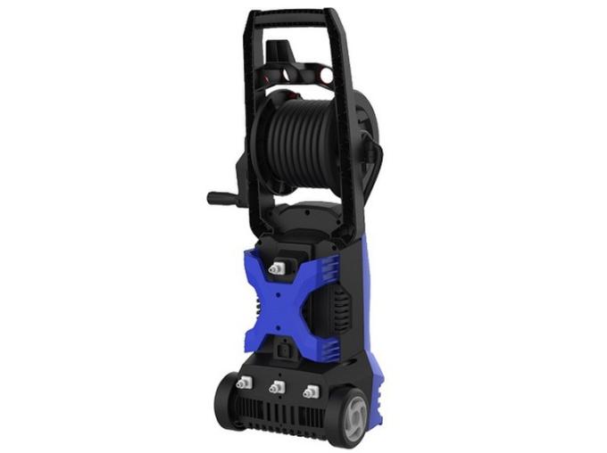 Máy phun xịt rửa cao áp Kachi MK227 công suất 1.600 W, áp lực phun 105 Bar, lưu lượng nước tối đa 5 lít/phút giúp loại bỏ hiệu quả các vết bẩn. Máy nặng 7,7 kg, thiết kế nhỏ gọn với kích thước 25 x 22 x 72 cm, kèm trục cuốn dây giúp cất gọn dây xịt. Vỏ máy được làm từ nhựa cách nhiệt, cách điện an toàn. Động cơ bằng nhôm.  Vòi xịt được thiết kế nối dài, thanh mảnh dễ đưa vào những vị trí khó như gầm xe. Hai chế độ: phun sương và phun tia có thể điều chỉnh linh hoạt Chế độ tự động bơm khi máy bị hụt áp lúc hoạt động giúp vận hành máy liên tục. Đầu lọc nước giúp ngăn cản bụi, cặn bẩn bảo vệ cho động cơ máy Bộ sản phẩm kèm phụ kiện đầu phun, bình đựng xà phòng, dây áp lực nối từ máy đến đầu phun, giá gốc 2,59 triệu đồng, hiện ưu đãi 39% còn 1,59 triệu đồng.