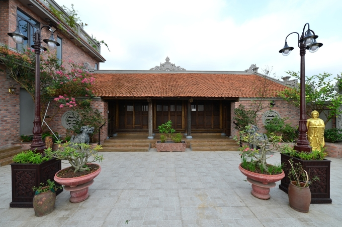 Ngôi nhà cổ được di dời từ mặt đất lên tầng bốn của biệt thự mới xây.