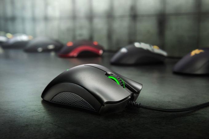 Chuột Razer DeathAdder Essential Ergonomic Wired Gaming Mouse FRML Packaging RZ01-03850100-R3M1 được hãng thiết kế với kiểu dáng công thái học (Ergonomic) cổ điển. Thiết kế đẹp mắt và khác biệt ở các dòng chuột gaming khác tạo sự thoải mái, cho phép người chơi duy trì mức hiệu suất cao trong suốt thời gian chơi game dài. Max DPI chạm mức 6.400 với độ bền switch 10 triệu lần nhấn. Sản phẩm có giá 849.000 đồng, giảm 14% so với giá gốc.