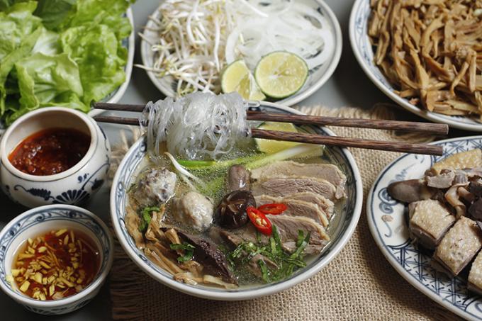 Món ăn này rất thích hợp vào mùa hè bởi thịt ngan có tính hàn, giàu giá trị dinh dưỡng. Ảnh: Bùi Thủy.