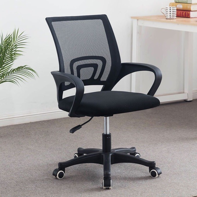 Ghế xoay, ghế văn phòng, ghế tựa cao cấp Tâm House GX001 - Đen 607.050đ (- 29 %)Ghế xoay văn phòng cao cấp Tâm house GX001 là loại ghế đang được ưa chuộng nhất hiện nay, dùng cho các dự án setup văn phòng với phong cách trẻ trung, thời trang     Ghế xoay văn phòng cao cấp Tâm house GX001 là loại ghế đang được ưa chuộng nhất hiện nay, dùng cho các dự án setup văn phòng với phong cách trẻ trung, thời trang     Ghế có độ ngả tương đối tạo cảm giác thoải mái khi làm việc, góp phần vào sự thành công của công việc     Được sử dụng phổ biến cho nhân viên trong các văn phòng, công ty     Nâng hạ độ cao bằng cần hơi, có bánh xe dễ dàng di chuyển     Lưng ghế bọc lưới thông thoáng     Nệm bọc êm ái, bọc vải lưới.     Ghế được tạo ra phù hợp với tư thế ngồi của người sử dụng     Hình thức đơn giản nhưng đẹp mắt, phù hợp với nhiều kiểu setup văn phòng