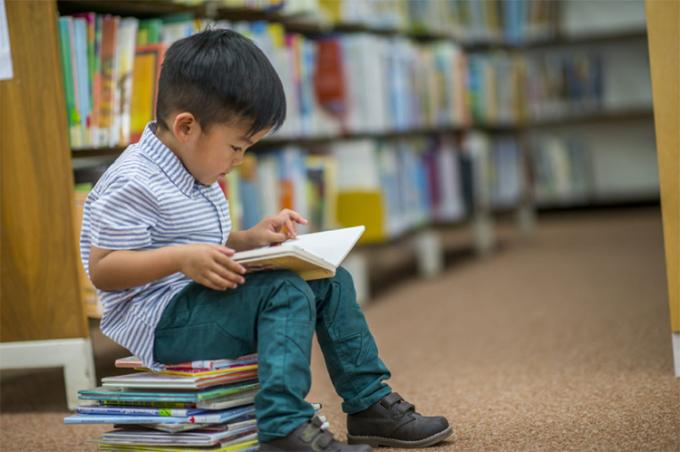 Thích đọc sách là một trong những lý do nhiều người thành công khi trưởng thành. Ảnh: shutterstock.
