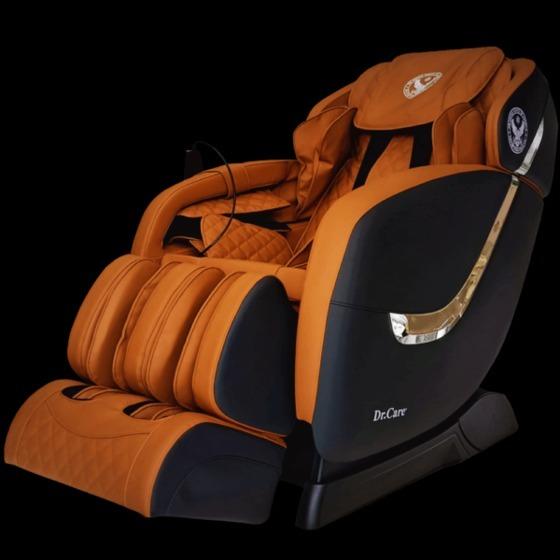 Ghế massage Dr.Care Golfer GF838 giảm 49% còn 31 triệu đồng; trang bị hai bộ máy massage tiên tiến nhất của Dr.Care với tổng cộng 8 tay đấm, tương đương 4 người xoa bóp đấm lưng cùng lúc. Ghế cũng tích hợp các bài tập yoga. Loa nghe nhạc bluethooth tích hợp trong ghế giúp tăng cảm giác thư giãn giống như bạn đang ở trong một phòng spa chuyên nghiệp. Mặt ngoài ghế bọc da có độ bền 8-10 năm. Trọng lượng 88 kg, kích thước 128 x 83 x 120 cm, công suất tối đa 150 W, sản phẩm bảo hành 5 năm.