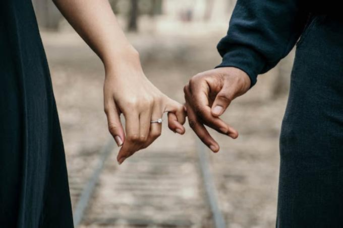 Sức hấp dẫn lớn nhất của hôn nhân là khiến hai người không cùng huyết thống trở nên thân thiết với nhau. Ảnh: shutterstock.