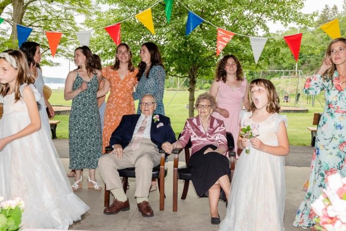 Đám cưới tuổi 95 của hai cụ già