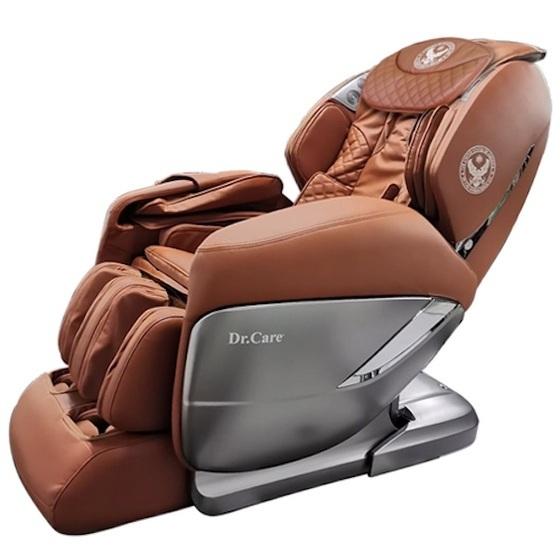 Ghế massage Dr.Care XREAL 955 màu nâu giảm 45% còn 109.000 đồng; 109.000.000đ (- 45 %)Ghế cung cấp chế độ massage 4 chiều ngang, dọc, sâu và lơ lửng không trọng lực tiến về phía trước. Chức năng xông nóng toàn thân kết hợp xoa bóp tập trung vùng gáy cổ, có lợi cho việc lưu thông máu. Ghế có thể thực hiện các bài tập yoga, kéo giãn căng cơ toàn bộ cơ thể, cánh tay, gáy cổ và cột sống, đong đưa vùng mông đùi. Ghế tích hợp loa bluetooth, và có thể điều khiển các chế độ massage qua ứng dụng điện thoại, máy tính bảng.  Trọng lượng 118 kg, kích thước 184,5 x 77 x 84 cm. Thời gian bảo hành 5 năm với toàn bộ ghế và máy massage.