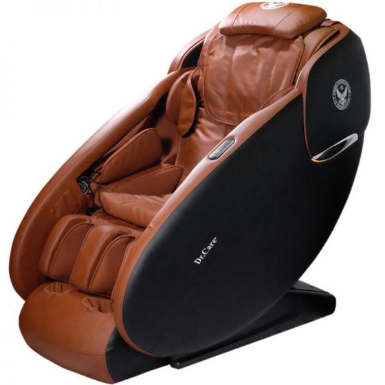 Ghế massage Dr.Care Xreal 933 màu nâu giảm 37% còn 69 triệu đồng; thiết kế kiểu ngồi không trọng lực của phi hành gia trên tàu vũ trụ; có cụm đèn LED; massage từ đỉnh đầu đến bên dưới vùng mông đùi. Ghế này có thể massage xông nóng vùng đầu gối; massage chân 3D, xoa bóp từng chi tiết của gót chân, lòng bàn chân, và từng ngón chân.Ghế tự động di chuyển về sát tường ngay khi kết thúc massage, giúp tiết kiệm không gian và có phím tắt tạm dừng massage ngay khi có việc gấp.