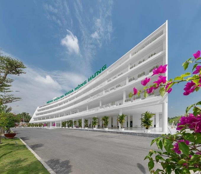 Bệnh viện đa khoa Hồng Hưng (Tây Ninh), một thiết kế của kiến trúc sư Phạm Thanh Truyền và các cộng sự của anh tại CMG. Công trình vừa khánh thành tháng 10/2020. Ảnh: Tùng Trần