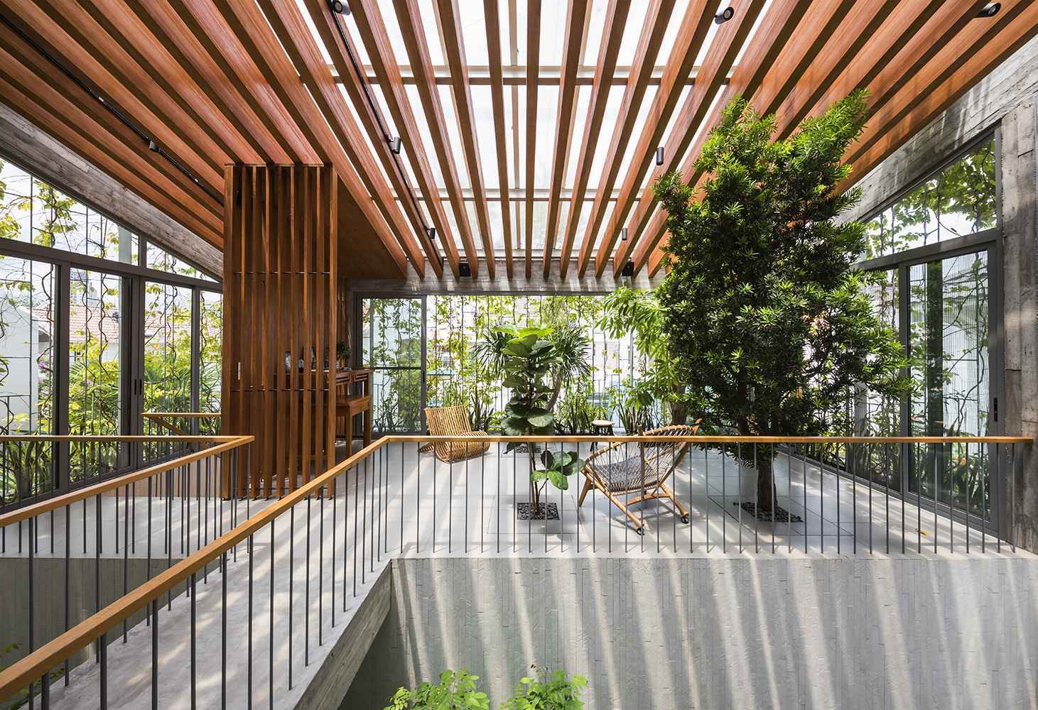 z2613845032399 37c629d2eef8f02 7053 5661 1627182099 - 'Khu rừng nhiệt đới' 252 m2 kết hợp cây xanh vào không gian nội thất