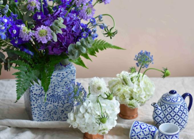 Những loại hoa theo mùa, thậm chí là hoa trong vườn, cũng có thể khiến tổ ấm đẹp lên. Ảnh: Tatler.