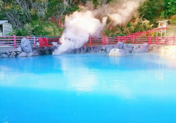 Một suối khoáng nóng tại Nhật Bản. Ảnh: Putt Sakdhnagool / Getty Images.