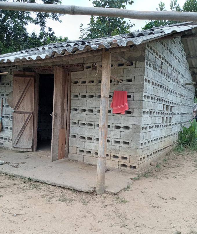 6 năm trước, với sự giúp đỡ của người thân, mẹ con Vy mua được mảnh đất 400 m2 và xây được một ngôi nhà nho nhỏ ở vùng dân tộc thiểu số miền núi của tỉnh Lạng Sơn. Ảnh: Nhân vật cung cấp
