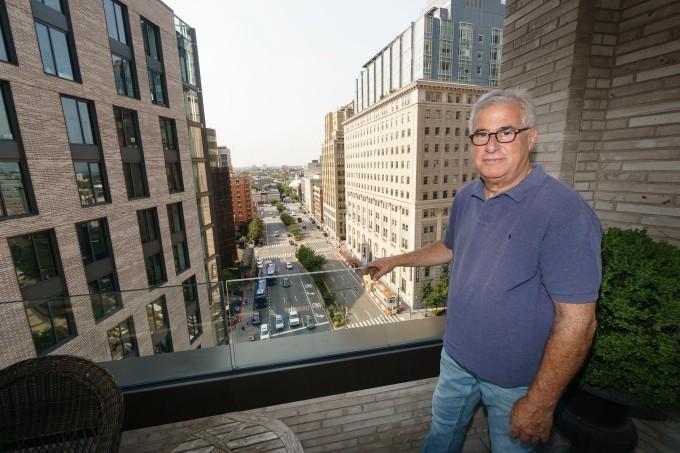 Paul Nidenberg đã bán căn nhà phố của mình và hiện đang cho thuê tại One Boerum Place. Ảnh: Nypost