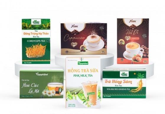 Combo sản phẩm Cafe Cappuchino, Trà sữa và Trà hòa tan Vinanutrifood có giá giảm đến 20% còn 254.000 đồng (giá gốc 318.000 đồng). Bộ sản phẩm giúp mang đến đa dạng các loại thức uống cho gia đình, hợp với nhiều độ tuổi.
