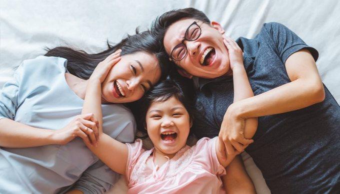 Trở thành cha mẹ phải đối mặt với nhiều thách thức cũng như học hỏi cái mới, nên việc mắc sai lầm là bình thường. Ảnh: Pattan