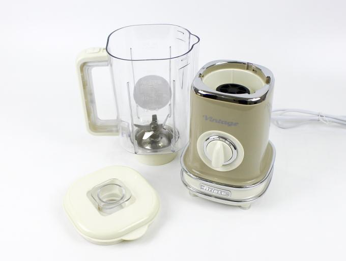 Máy xay sinh tố Ariete MOD 0568 dung tích 1,5 lít, thích hợp xay một lượng lớn sinh tố cho khoảng 4-5 người. Công suất 500 W và 6 lưỡi dao, máy có thể xay được đá viên thành dạng đá bào. Trên thân cối xay có phân chia mực dung tích thuận tiện cho việc chia đúng khẩu phần dinh dưỡng.Tay cầm ở thân tiện dụng khi đổ thực phẩm ra khỏi cối. Chân đế cân bằng, chắc chắn, an toàn giảm tiếng ồn khi sử dụng.Tích hợp 2 chế độ xay và nút pulse giúp xay theo ý muốn. Sản phẩm có màu kem hoặc xanh nhạt, đang được giảm giá 45% còn 1,32 triệu đồng.