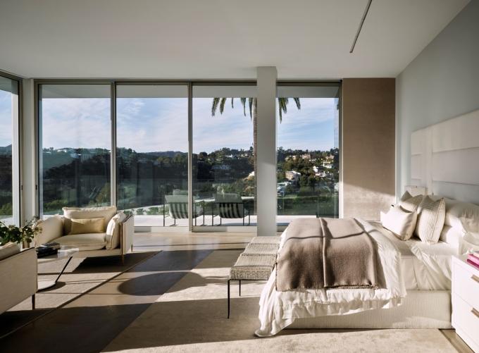 Một trong số 21 phòng ngủ. Ảnh: Douglas Friedman