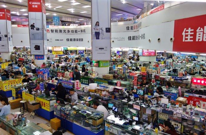 Huaqiangbei ở Thâm Quyến là chợ điện tử lớn nhất thế giới. Ảnh: Shutterstock