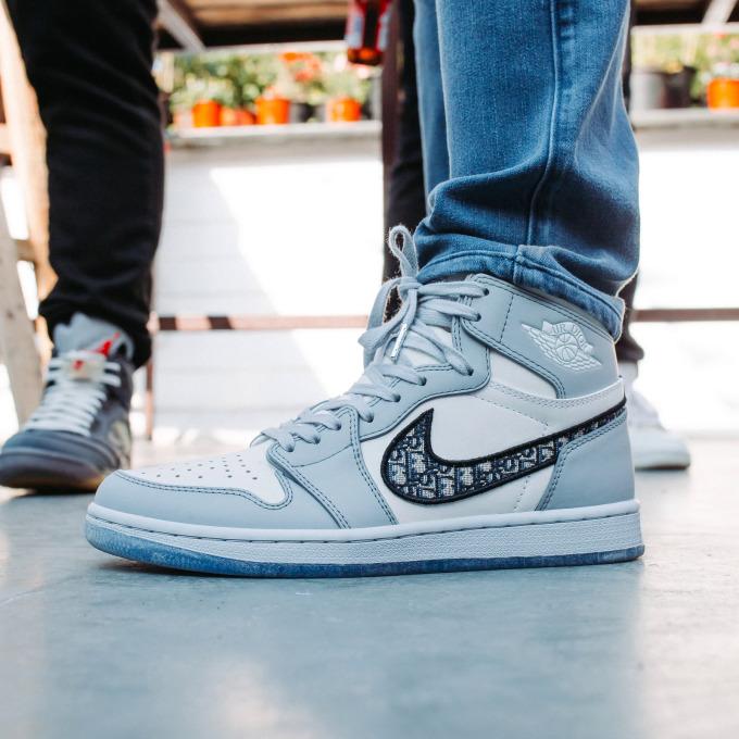 Đôi giày Nike Air Jordan Dior trong cửa hàng của CrepDog Crew. Đây là mẫu giày thể thao phiên bản giới hạn có giá bán bị đẩy lên trời bởi sự khan hiếm. Ảnh: CrepDog Crew.